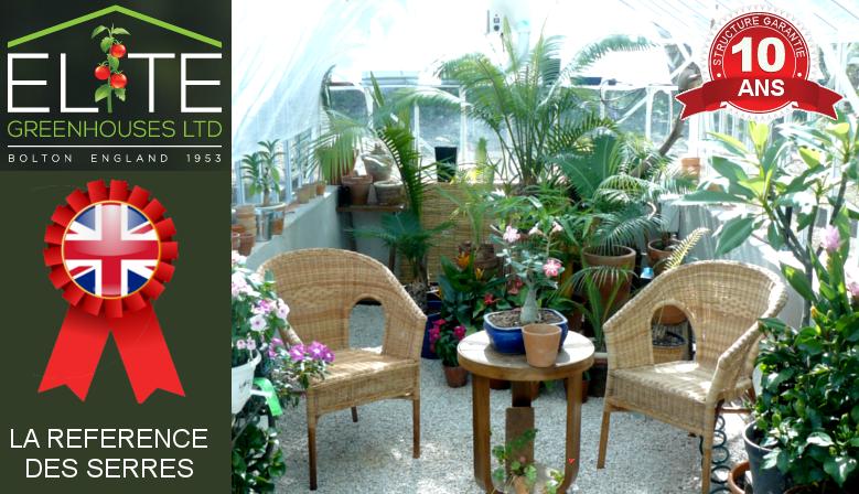 Salon dans une serre de jardin
